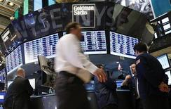 Traders work at the Goldman Sachs kiosk on the floor of the New York Stock Exchange, January 30, 2013. REUTERS/Brendan McDermid