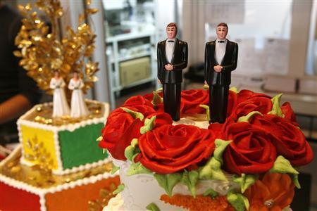 Bride and groom figurines are on display on wedding cakes at Cake and Art bakery in West Hollywood, California June 4, 2008. REUTERS/Mario Anzuoni