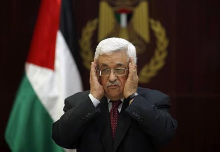 Palestinian President Mahmoud Abbas prays for Maysara Abu Hamdeya, a Palestinian inmate who died from cancer in an Israeli hospital on Tuesday, during a Fatah Central Committee meeting in the West Bank city of Ramallah April 2, 2013. REUTERS/Mohamed Torokman