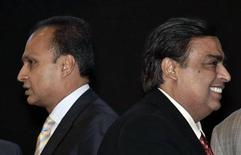 Mukesh Ambani (R), chairman of Reliance Industries, and his brother Anil Ambani, chairman of Reliance Group, attend the inauguration ceremony of the Vibrant Gujarat global investor summit at Gandhinagar in the western Indian state of Gujarat January 11, 2013. REUTERS/Amit Dave