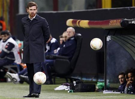 Tottenham Hotspur's coach Andre Villas-Boas looks on during the Europa League soccer match against Inter Milan at the San Siro stadium in Milan March 14, 2013. REUTERS/Alessandro Garofalo