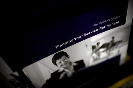 Retirement plan brochures are seen in a rack at the Calpers regional office in Sacramento, California October 21, 2009. REUTERS/Max Whittaker