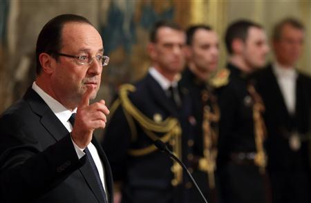 French President Francois Hollande delivers a speech at a ceremony at the Elysee Palace in Paris, April 2, 2013. REUTERS/Philippe Wojazer