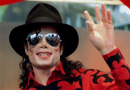 Michael Jackson waves to the crowd, numbering a few thousand, gathered in front of the Sydney Opera House in this November 17, 1996 file photo. REUTERS/Megan Lewis/Files