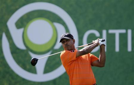 Jeev Milkha Singh of India watches his shot from the second tee during the fourth and final round of the Dubai Desert Classic at the Emirates Golf Club, February 3, 2013. REUTERS/Jumana El Heloueh