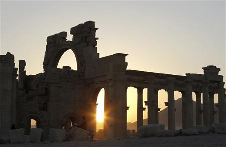 The sun sets behind ruined columns at the historical city of Palmyra, in the Syrian desert, some 240km (150 miles) northeast the capital of Damascus November 12, 2010. REUTERS/Khaled al-Hariri