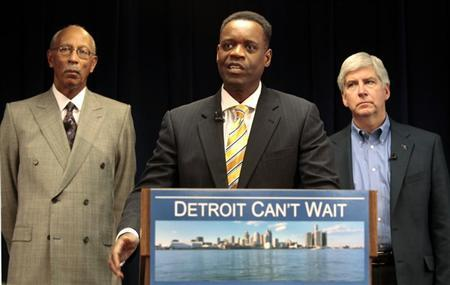 Lawyer Kevyn Orr (C) addresses the media, as Detroit Mayor Dave Bing (L) and Michigan Governor Rick Snyder listen, after Snyder announced Orr as his choice for emergency financial manager for the city of Detroit, in the state offices at Cadillac Place in Detroit, Michigan March 14, 2013. REUTERS/ Rebecca Cook