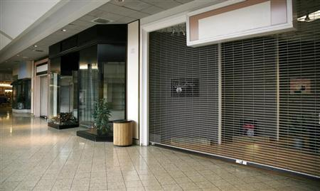 A row of closed shops is seen in the Westminster Mall in Westminster, Colorado seen February 26, 2009. REUTERS/Rick Wilking
