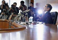 Le gouverneur de la Banque du Japon, Haruhiko Kuroda. La BoJ a décidé jeudi une refonte radicale de sa politique monétaire, qui privilégiera désormais l'augmentation de la masse monétaire et plus le taux d'intérêt au jour le jour. /Photo prise le 4 avril 2013/REUTERS/Yuya Shino
