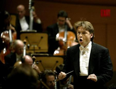 Los Angeles Philharmonic conductor Esa-Pekka Salonen of Finland performs on the opening night of the $274 million Walt Disney Concert Hall in Los Angeles October 23, 2003. REUTERS/Robert Galbraith