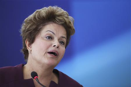 Brazil's President Dilma Rousseff speaks during the inauguration ceremony of the new Minister of State for Transport, Cesar Borges at the Planalto Palace April 3, 2013. REUTERS/Ueslei Marcelino
