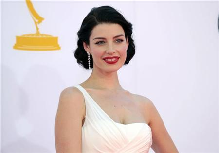 Actress Jessica Pare, from the television drama series ''Mad Men,'' arrives at the 64th Primetime Emmy Awards in Los Angeles, September 23, 2012. REUTERS/Mario Anzuoni