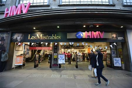 Shoppers pass an HMV shop in central London, January 15, 2013. REUTERS/Paul Hackett