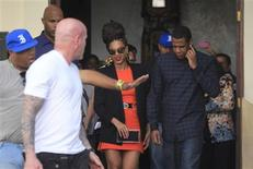 U.S. singer Beyonce (C) and her husband rapper Jay-Z (R), are escorted by bodyguards as they leave their hotel in Havana April 4, 2013. REUTERS/Enrique De La Osa
