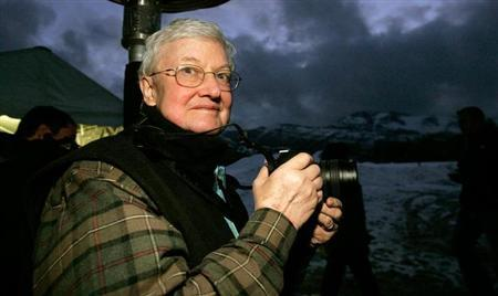 Film critic Roger Ebert stands in the photographers line at the premiere of ''The Night Listener'' at the Sundance Film Festival in Park City, Utah January 21, 2006. REUTERS/Mario Anzuoni/Files