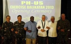 "Philippine foreign secretary Albert del Rosario (3rd-R) and U.S. ambassador to the Philippines Harry Thomas (3rd-L) link arms with other military officials during the opening ceremony of annual Philippines-U.S. military exercise dubbed as ""Balikatan"" (shoulder to shoulder) at Camp Aguinaldo in Quezon city, Metro Manila April 5, 2013. REUTERS/Erik De Castro"