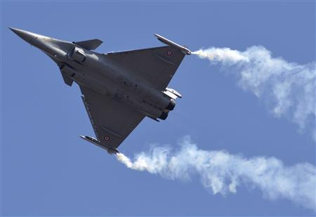 A Dassault Rafale combat aircraft, which has been selected by the Indian Air Force for purchase, performs during the inauguration ceremony of the 'Aero India 2013' at Yelahanka air force station on the outskirts of the southern Indian city of Bangalore February 6, 2013. REUTERS/Stringer