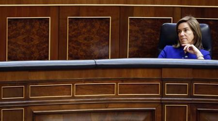 Spain's Health Minister Ana Mato listens Prime Minister Mariano Rajoy's speech during State of the Nation debate at Parliament in Madrid February 20, 2013. REUTERS/Sergio Perez