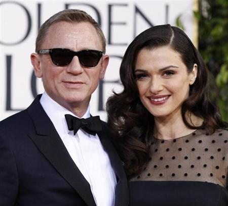 Actor Daniel Craig and his wife, actress Rachel Weisz, arrive at the 70th annual Golden Globe Awards in Beverly Hills, California, January 13, 2013. REUTERS/Mario Anzuoni