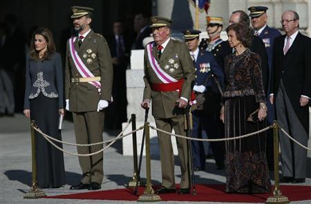 The Spanish royal family (L-R) Princess Letizia, Crown Prince Felipe, King Juan Carlos and Queen Sofia stand on the tribune during Epiphany Day celebrations at the Royal Palace in Madrid January 6, 2013. REUTERS/Juan Medina