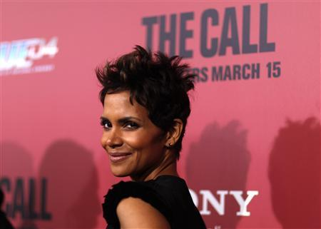 Cast member Halle Berry poses at the premiere of ''The Call'' in Los Angeles, California March 5, 2013. REUTERS/Mario Anzuoni