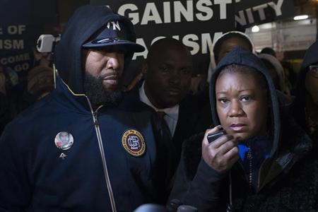 Tracy Martin (L) and Sybrina Fulton, the parents of Trayvon Martin, participate in a candlelight vigil to mark the anniversary of the shooting death of their son in New York, February 26, 2013. REUTERS/Keith Bedford