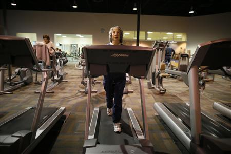 Carol Johnson, 80, works out on a treadmill at a recreation center in Sun City, Arizona, January 5, 2013. REUTERS/Lucy Nicholson