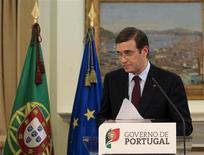 Le Premier ministre portugais, Pedro Passos Coelho. Lisbonne va devoir couper dans les dépenses de santé ou l'éducation pour atteindre les objectifs du plan de sauvetage, après l'invalidation de mesures d'austérité dans les services publics. /Photo prise le 7 avril 2013/REUTERS/Jose Manuel Ribeiro