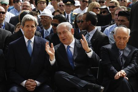 Israeli Prime Minister Benjamin Netanyahu (C) speaks with US Secretary of State John Kerry as President Shimon Peres (R) sits beside them during a ceremony marking Israel's annual day of Holocaust remembrance, at Yad Vashem in Jerusalem April 8, 2013. REUTERS/Gali Tibbon/Pool