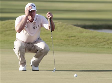 Steve Stricker of the U.S. lines up his putt on the 18th green during final round play in the 2013 WGC-Cadillac Championship PGA golf tournament in Doral, Florida March 10, 2013. REUTERS/Joe Skipper