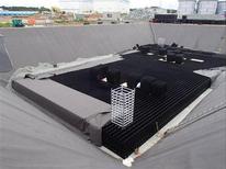 """Строящийся подземный резервуар-хранилище на пострадавшей от цунами АЭС """"Фукусима"""" компании Tokyo Electric Power Co. (TEPCO) в Фукусиме. Фотография предоставлена TEPCO 6 апреля 2013 года. Оператор японской АЭС, пострадавшей в результате цунами два года назад, заявил во вторник, что сильно сомневается в способности временных резервуаров удерживать радиоактивную воду, однако другого места для хранения отходов у него нет. REUTERS/Tokyo Electric Power Co/Handout"""