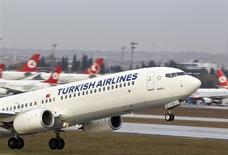 Turkish Airlines a décidé d'acheter 95 avions à Boeing d'ici 2021, dont 70 font l'objet d'une commande ferme tandis que le reste est constitué d'options. /Photo prise le 30 novembre 2012/REUTERS/Osman Orsal