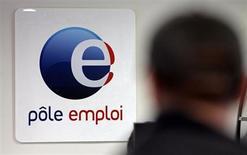 L'enquête annuelle de Pôle emploi fait apparaître que les prévisions d'embauches des employeurs en 2013 sont quasiment stables par rapport à celles recueillies l'an dernier. Elles s'établissent à 1.613.100 (+0,3%), soit 4.400 embauches supplémentaires. /Photo d'archives/REUTERS/Jean-Paul Pélissier