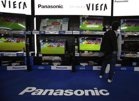 A man looks at Panasonic Corp's Viera televisions displayed at an electronics store in Tokyo March 28, 2013. REUTERS/Yuya Shino