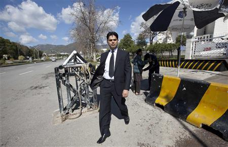 Ashraf Tiwana, a British-educated Pakistani lawyer, leaves the Supreme Court building in Islamabad February 28, 2013. REUTERS-Mian Khursheed