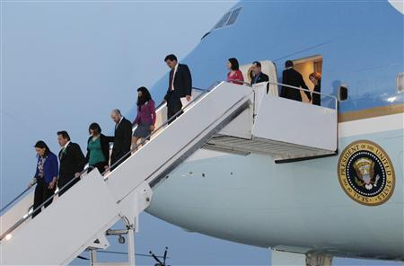 U.S. President Barack Obama (2nd R) and family members of children killed at the Sandy Hook Elementary School in Newtown, Connecticut, disembark from Air Force One upon their arrival at the Andrews Air Force Base near Washington April 8, 2013. REUTERS/Jason Reed