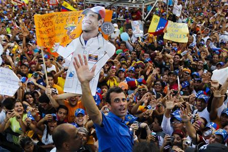 Venezuela's opposition leader and presidential candidate Henrique Capriles greets supporters during a campaign rally in the state of Anzoategui April 8, 2013. Venezuela will hold its presidential elections on April 14. REUTERS/Carlos Garcia Rawlins