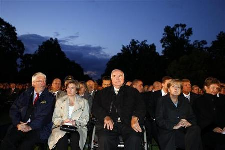 Hesse's FDP leader Joerg-Uwe Hahn (L), German former chancellor Helmut Kohl (C) his wife Maike Richter and Chancellor Angela Merkel (R) attend a military tattoo to honour Roland Koch, the outgoing Premier of Germany's federal state of Hesse, at the Biebrich castle in Wiesbaden August 30, 2010. REUTERS/Kai Pfaffenbach