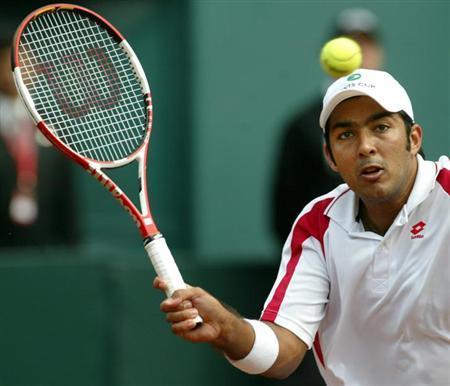 Pakistan's Aisam Qureshi is seen at a Davis Cup tennis match in Santiago, in this September 23, 2005 file photo. REUTERS/Ivan Alvarado/Files