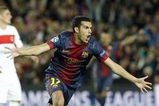 Pedro comemora após marcar gol do Barcelona no empate de 1 x 1 com o Paris St Germain nesta quarta-feira. REUTERS/Gustau Nacarino