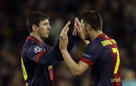 Barcelona's Lionel Messi (L) and David Villa celebrate their team's goal against Paris St Germain scored by Pedro Rodriguez during their Champions League quarter-final second leg soccer match at Camp Nou stadium in Barcelona April 10, 2013. REUTERS/Gustau Nacarino