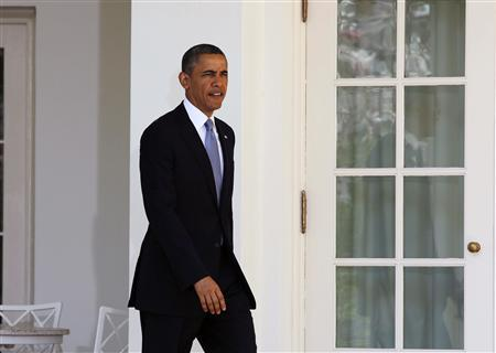 U.S. President Barack Obama walks out before he talks about the Fiscal Year 2014 Budget in the Rose Garden at the White House in Washington, April 10, 2013. REUTERS/Larry Downing