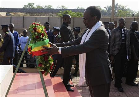 Mali's interim President Dioncounda Traore lays a wreath in front of a monument on Martyrs' Day, celebrated as a commemoration of the day when General Moussa Traore's rule was overthrown on March 26, 1991, in Bamako March 26, 2013. REUTERS/Adama Diarra