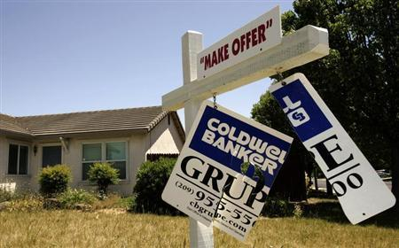 A foreclosed home is shown in Stockton, California May 13, 2008. REUTERS/Robert Galbraith