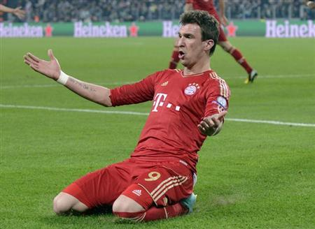 Bayern Munich's Mario Mandzukic celebrates after scoring against Juventus during their Champions League quarter-final second leg soccer match at the Juventus stadium in Turin April 10, 2013. REUTERS/Giorgio Perottino