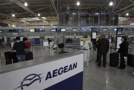 Commuters stand in front of electronic check-in machines of Aegean airlines inside Athens' Eleftherios Venizelos airport October 23, 2012. REUTERS/John Kolesidis