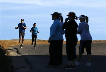 People exercise at Torrey Pines State Park in San Diego, California, November 14, 2012. Picture taken November 14, 2012. REUTERS/Mike Blake