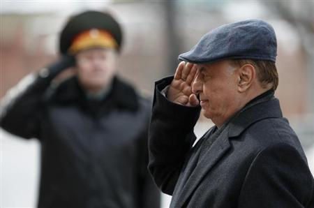 Yemen's President Abd-Rabbu Mansour Hadi takes part in a wreath laying ceremony at the Tomb of the Unknown Soldier near Moscow's Kremlin walls, April 2, 2013. REUTERS/Sergei Karpukhin