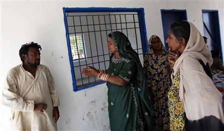 Veero Kolhi (2nd L), a freed bonded labourer turned election candidate, talks to her supporter during an election campaign at a camp for freed bonded labourers, on the outskirts of the city of Hyderabad in Pakistan's Sindh province April 4, 2013. REUTERS/Akhtar Soomro