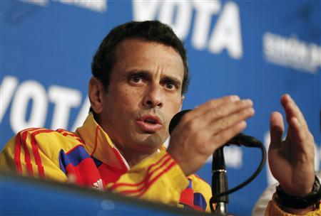 Venezuela's opposition leader and presidential candidate Henrique Capriles gestures during a news conference in Caracas April 13, 2013. REUTERS/Tomas Bravo